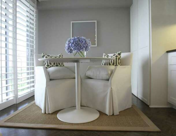 SPACES: Breakfast nook in the home of Sonya Medina Williams and Gene Williams, photographed Wednesday Oct. 5, 2011. Photo: HELEN L. MONTOYA, San Antonio Express-News / SAN ANTONIO EXPRESS-NEWS
