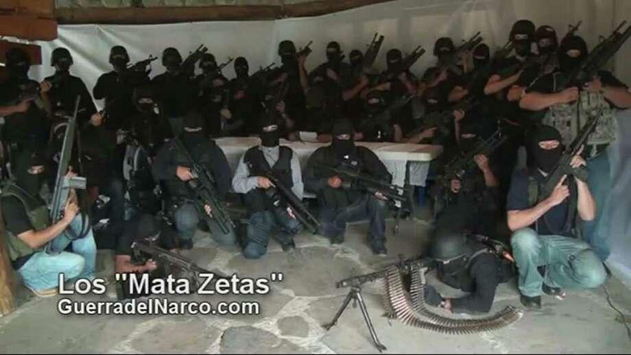 En internet: comenzó a circular el 27 de julio un video en el cual el grupo paramilitar aseguró que eliminaría a integrantes de los Zetas, uno de los grupos de narcotraficantes más peligrosos de México. Photo: - / AFP