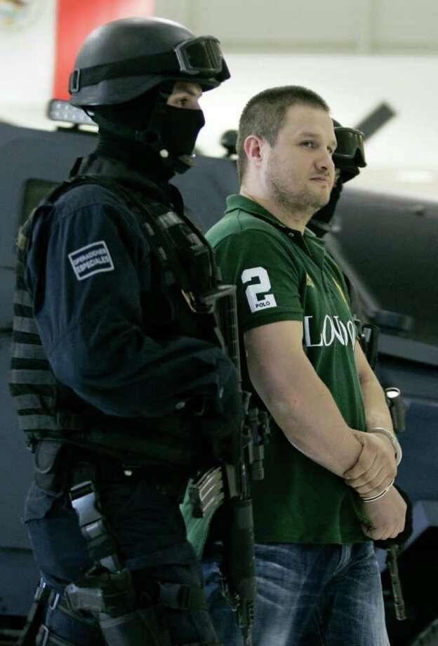 Edgar Valdez es detenido por las autoridades en México, donde está encarcelado en solitario mientras espera una posible extradición a Estados Unidos. Photo: Daniel Aguilar
