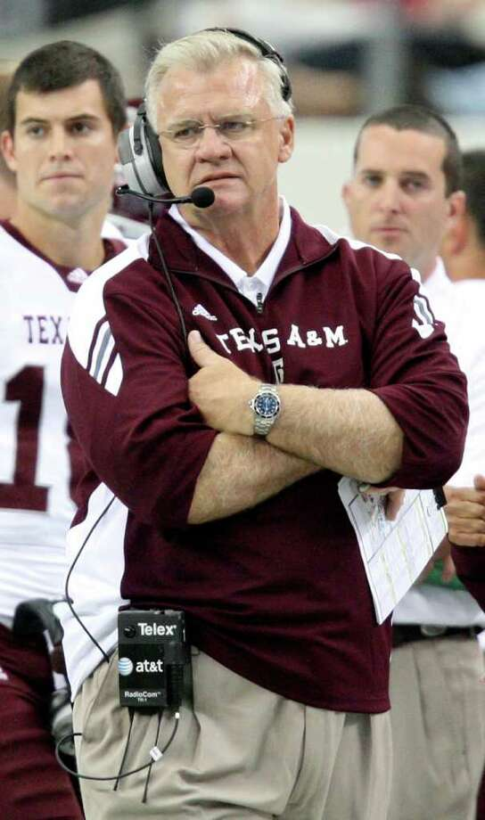 ON THE CLOCK: A&M coach Mike Sherman knows a loss by his favored Aggies today would give his team a 2-3 record for its worst start since the 4-8 2008 season. Photo: EDWARD A. ORNELAS / © SAN ANTONIO EXPRESS-NEWS (NFS)