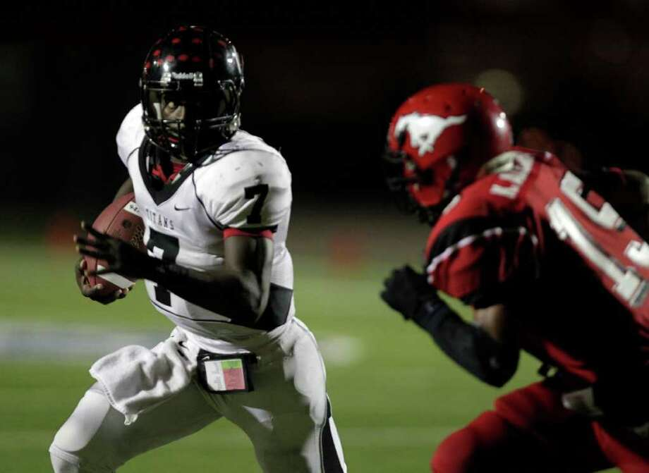 Port Arthur Memorial's Terrence Singleton runs from North Shore's Kevin Alexander, right, as Memorial High School defeated North Shore High School 14-7 at Galena Park ISD District Athletic Complex Friday, Oct. 7, 2011, in Houston. Photo: Johnny Hanson, Houston Chronicle / © 2011 Houston Chronicle