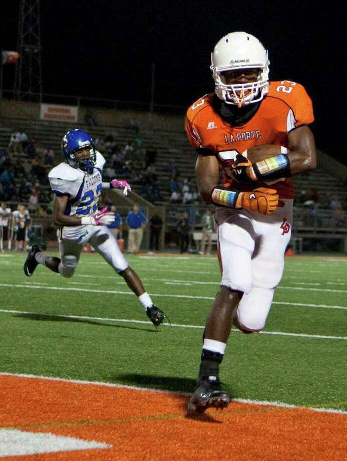 La Porte High School's Johnathan Lewis (23, front, easily scores a touchdown as Channelview High School's Devin Phillips tries t chase him in the third quarter of a District 21-5A football game at Bulldog Stadium on Friday, Oct. 7, 2011, in La Porte. La Porte won 35-21. Photo: Nick De La Torre, Houston Chronicle / © 2011  Houston Chronicle
