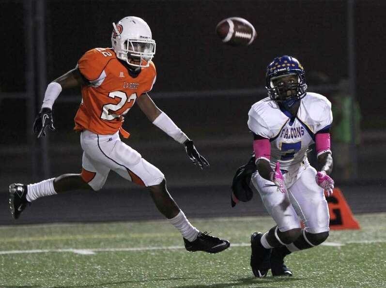 Channelview High School's Marquise Johnson (7) is not able to pull a ball in for a reception as La P
