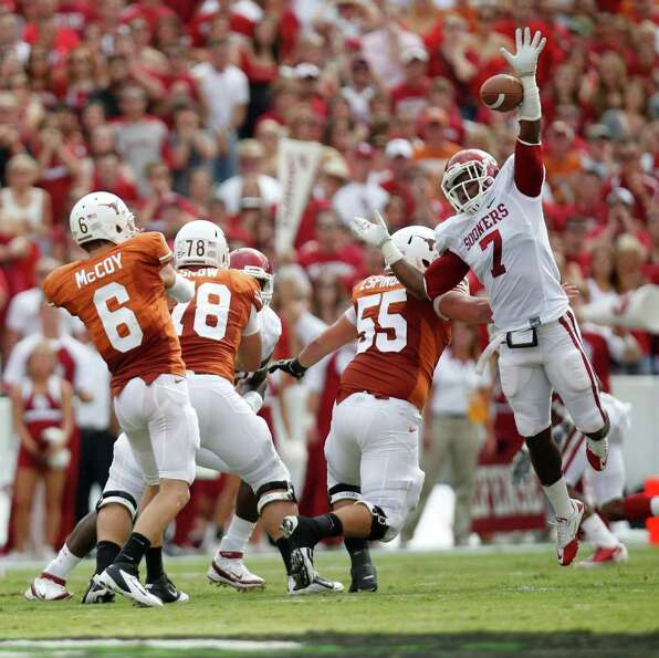 Oklahoma linebacker Corey Nelson (7) gets a piece of the pass by Texas quarterback Case McCoy (6) du