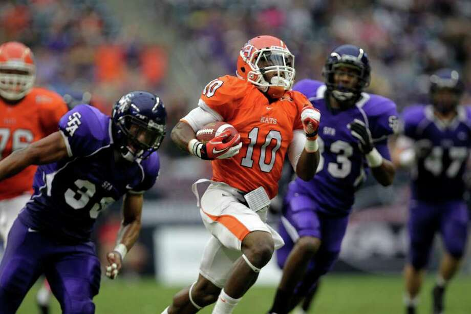 SHSU's Torrance Williams (10) breaks free from a group of SFA defenders in the second quarter for a touchdown during the Battle of the Piney Woods as Steven F. Austin University played Sam Houston State University at Reliant Stadium Saturday, Oct. 8, 2011, in Houston. Photo: Johnny Hanson, Houston Chronicle / © 2011 Houston Chronicle