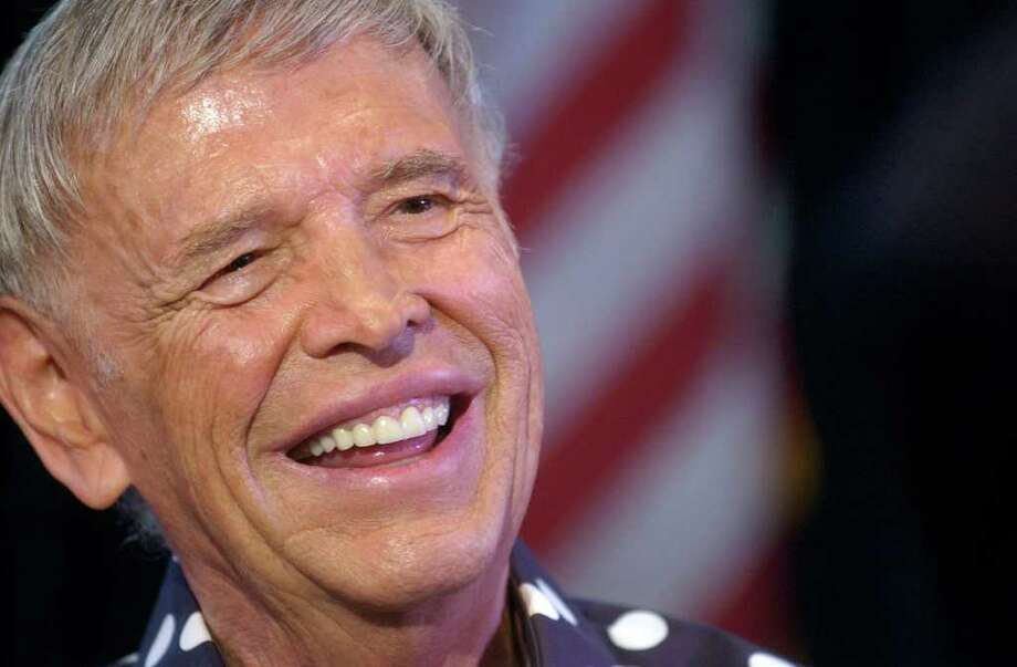 """FILE - In this Oct. 1, 2007 file photo, Roger Williams smiles at the crowd as they sing """"Happy Birthday"""" to him in Simi Valley, Calif. Williams, the virtuoso pianist who topped Billboard charts with his hit recording of """"Autumn Leaves"""" in the 1950s and played for nine presidents during a long career, has died. He was 87. His former publicist Rob Wilcox says Williams died Saturday, Oct. 8, 2011 at his home in Los Angeles of complications from pancreatic cancer. (AP Photo/The Ventura County Star, Juan Carlo) NO MAGS, NO SALES, LA TIMES out; LA NEWS OUT; MANDATORY CREDIT FOR PRINT: JUAN CARLO / VENTURA COUNTY STAR; MANDATORY CREDIT FOR ONLINE: JUAN CARLO / WWW.VENTURACOUNTYSTAR.COM Photo: Juan Carlo / AP2007"""