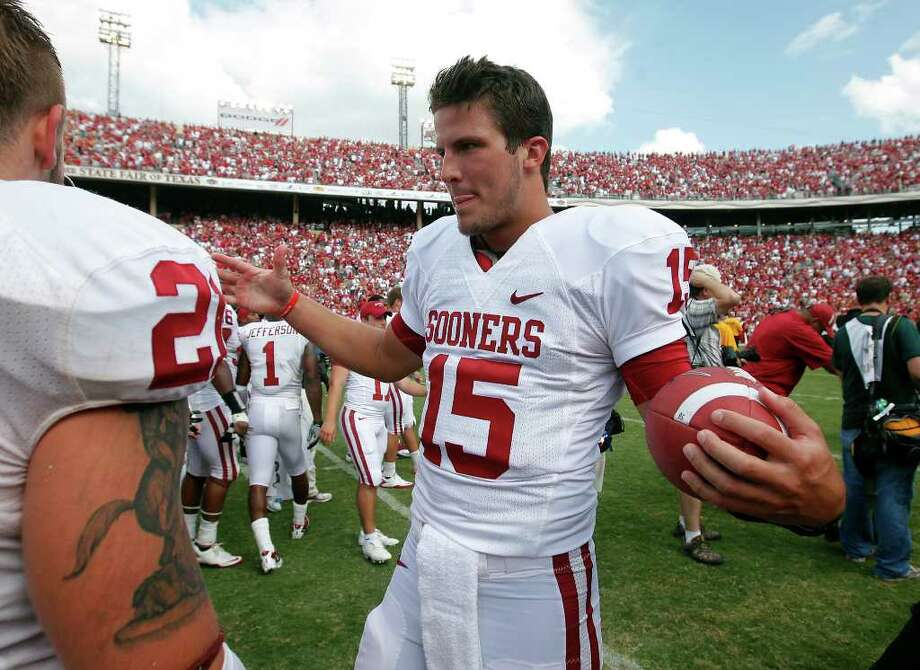 Cotton Bowl, Jan. 4, Texas A&M vs. Oklahoma: Oklahoma junior backup quarterback Drew Allen (15) is from Alamo Heights.Caption: Oklahoma's Drew Allen (15) congratulates teammates after the Sooners defeated the Texas Longhorns, 55-17, at the Red River Rivalry at the Cotton Bowl in Dallas on Saturday, Oct. 8, 2011. Kin Man Hui/kmhui@express-news.net Photo: KIN MAN HUI, Kin Man Hui / Kmhui@express-news.net / kmhui@express-news.net