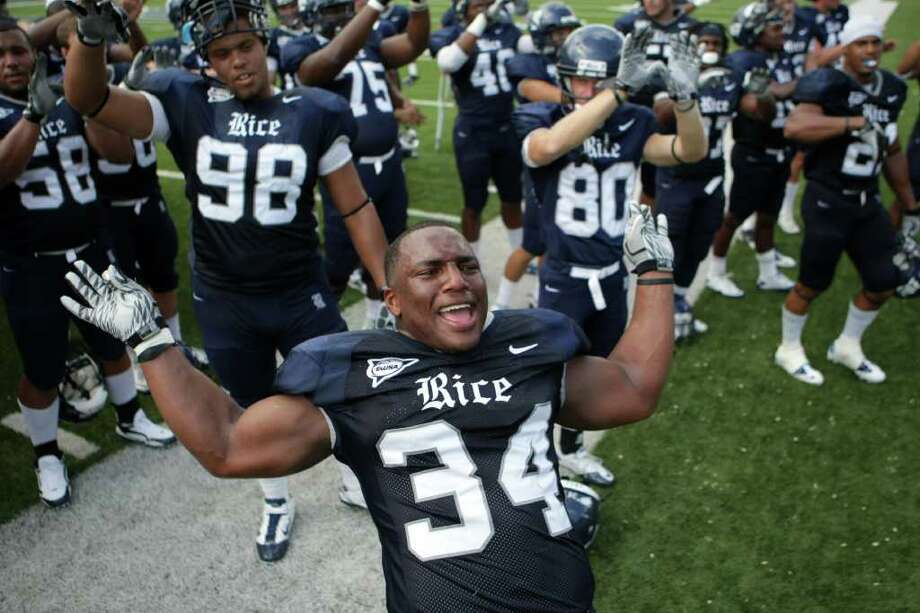 Rice University linebacker Cameron Nwosu (34) sings the Rice University school song after beating Memphis University 28-6 in a NCAA football game at Rice Stadium on Saturday, Oct. 8, 2011, in Houston. Rice University won 28-6. Photo: Nick De La Torre, Houston Chronicle / © 2011  Houston Chronicle