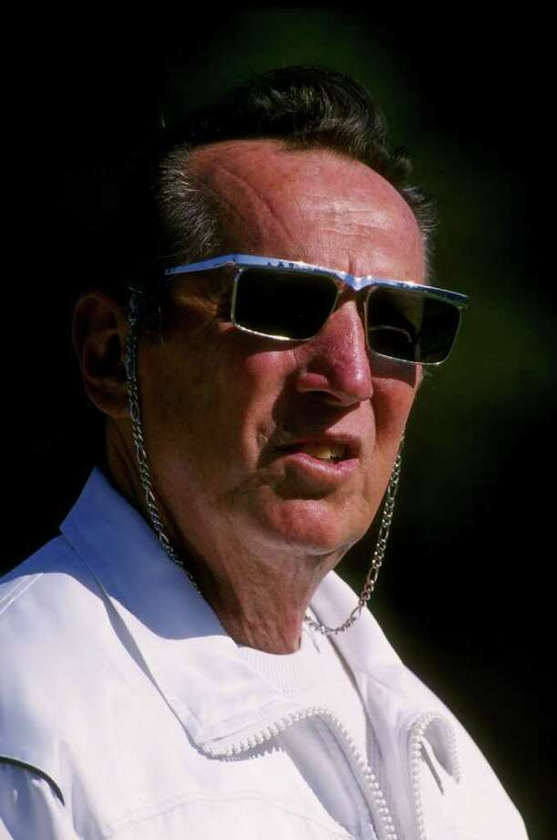 PALO ALTO CA - AUGUST 25:  Owner and president Al Davis of the Oakland Raiders looks on from the sideline as he watches the Raiders 32-27 pre season victory over the New England Patriots on August 25, 1995 at Stanford Stadium in Palo Alto, California. Davis the long time owner of the Oakland Raiders was reported as passed away on the teams website.  (Photo by Otto Greule Jr/Getty Images) Photo: Otto Greule Jr / 1995 Getty Images