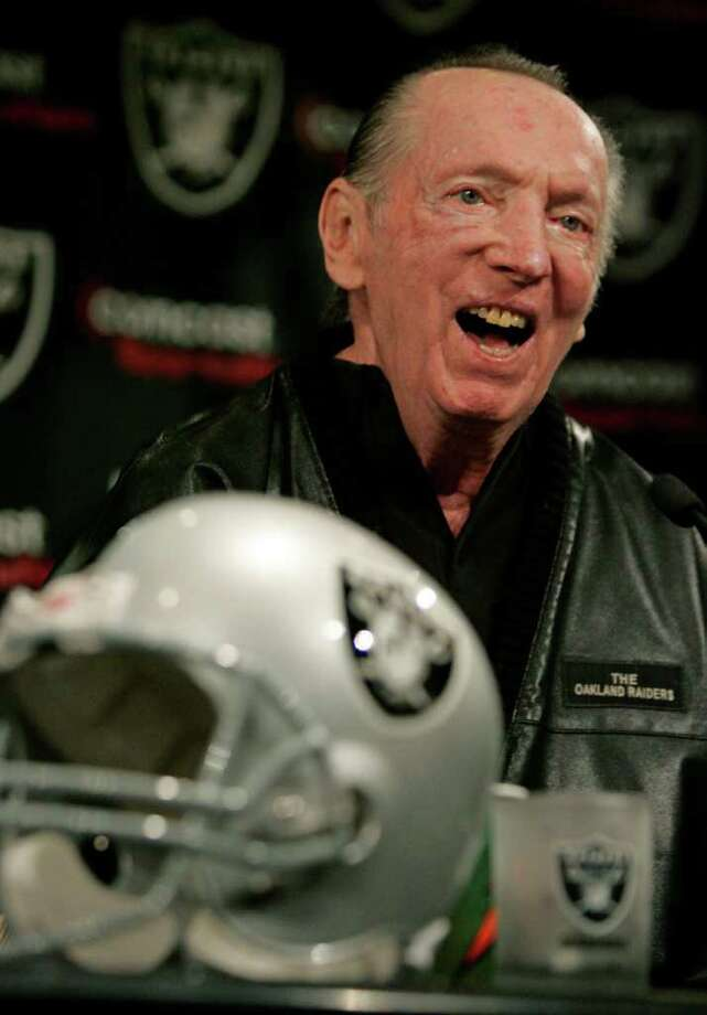 HIGHS AND LOWS: Al Davis' Raiders won Super Bowl titles in 1976, 1980 and 1983, but they went 29-83 from 2003-09. Photo: Paul Sakuma / 2009 AP