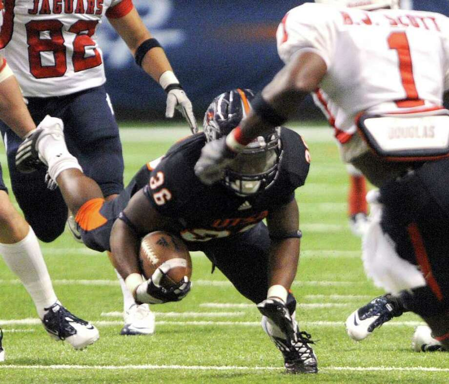 UTSA's Evans Okotcha lunges for yardage during college football action against Southern Alabama at the Alamodome on Saturday, Oct. 8, 2011. BILLY CALZADA / gcalzada@express-news.net  University of Southern Alabama Jaguars vs. UTSA Roadrunners Photo: BILLY CALZADA, SAN ANTONIO EXPRESS-NEWS / gcalzada@express-news.net