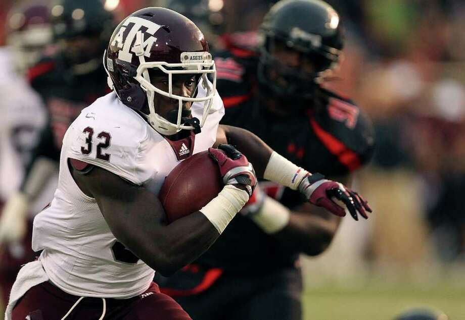 Texas A&M's Cyrus Gray (32) breaks free for a touchdown against Texas Tech during an NCAA college football game in Lubbock, Texas on Saturday, Oct. 8, 2011. Photo: AP
