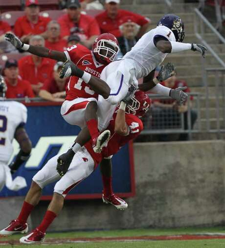 NICK de la TORRE: CHRONICLE GOT IT COVERED: Zachary McMillian, left, and Nick Saenz (41) provide tight coverage on East Carolina wide receiver Lance Lewis. Photo: Nick De La Torre / © 2011  Houston Chronicle