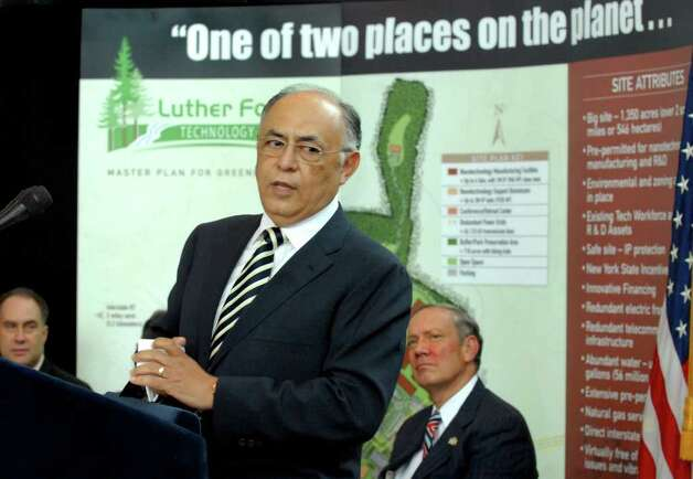 Times Union staff photo by Cindy Schultz -- Hector Ruiz, CEO and chairman of Advanced Micro Devices Inc. (AMD), center, speaks during a news conference on Friday, June 23, 2006, at CESTM in Albany, N.Y. AMD will build a computer chip fab plant in Luther Forest in Stillwater. (WITH STORY) (day 1) Photo: CINDY SCHULTZ / ALBANY TIMES UNION