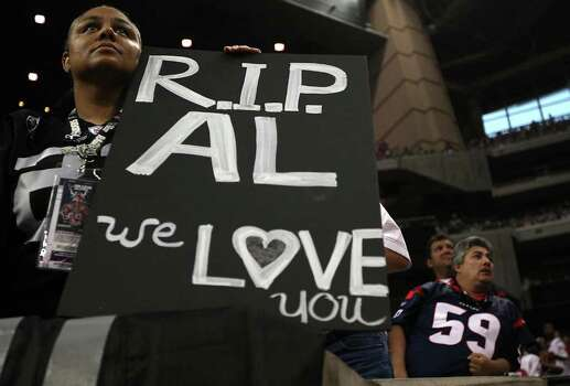 "Rachel Brown, of Oakland, California, holds up her ""R.I.P. Al"" poster in honor of Al Davis' passing in the fourth quarter of an NFL football game at Reliant Stadium, Sunday, Oct. 9, 2011, in Houston. Raiders won the game 25-20. Photo: Karen Warren, Houston Chronicle / © 2011 Houston Chronicle"