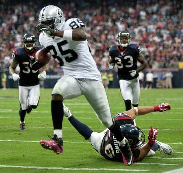Oakland Raiders wide receiver Darrius Heyward-Bey (85) breaks away from Houston Texans inside linebacker Brian Cushing (56) for a 34-yard touchdown reception during the second quarter of an NFL football game at Reliant Stadium on Sunday, Oct. 9, 2011, in Houston. Photo: Brett Coomer, Houston Chronicle / © 2011  Houston Chronicle