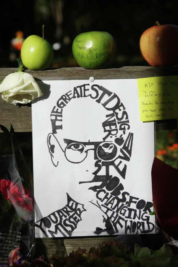 JIM GENSHEIMER : SAN JOSE MERCURY NEWS REMEMBRANCE: This display was one of many tributes left in front of Steve Jobs' home in Palo Alto, Calif., by a steady stream of admirers. Photo: Jim Gensheimer / San Jose Mercury News