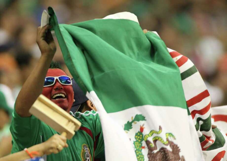 The Mexican national team is known for its ability to draw a crowd in Houston. Photo: Nick De La Torre / Houston Chronicle