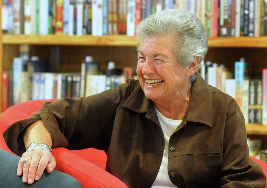 DAVID HOPPER: FOR THE CHRONICLE READY TO LAUGH: Edith Rattner, 84, visits with the crowd at Good Books in The Woods, 25915 Oak Ridge Drive. The Woodlands resident wants to start a new career as a stand-up comedian. Photo: David Hopper / freelance