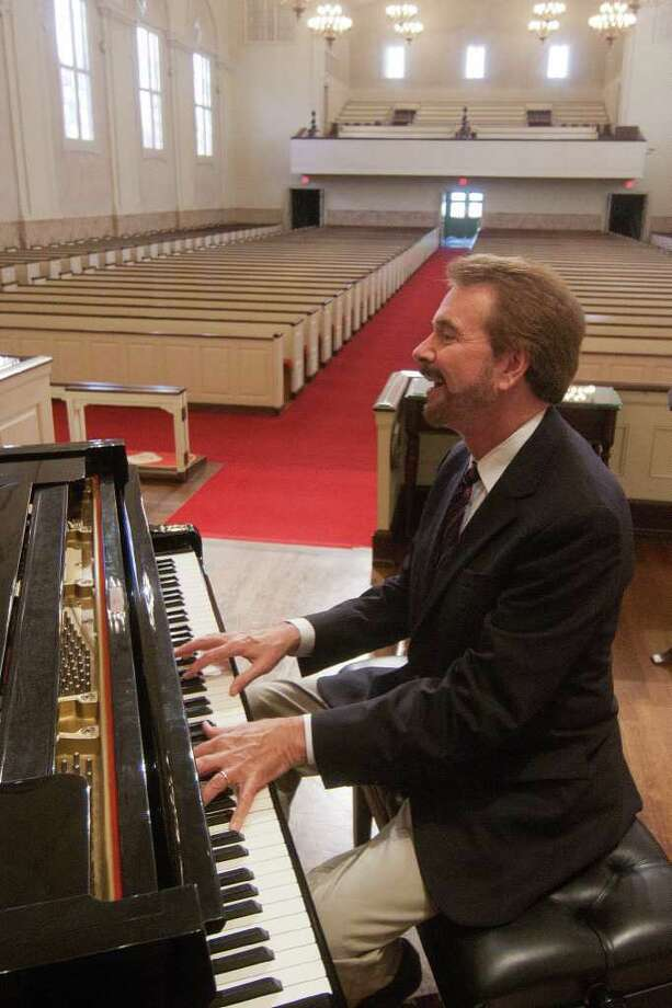 Rob Landes, shown here at St. Luke's United Methodist Church where he is Organist and Artist-in-Residence, will receive the Kim Hupp award from Bayou City Concert Musicals.  Photo by R. Clayton McKee Photo: R. Clayton McKee / © R. Clayton McKee