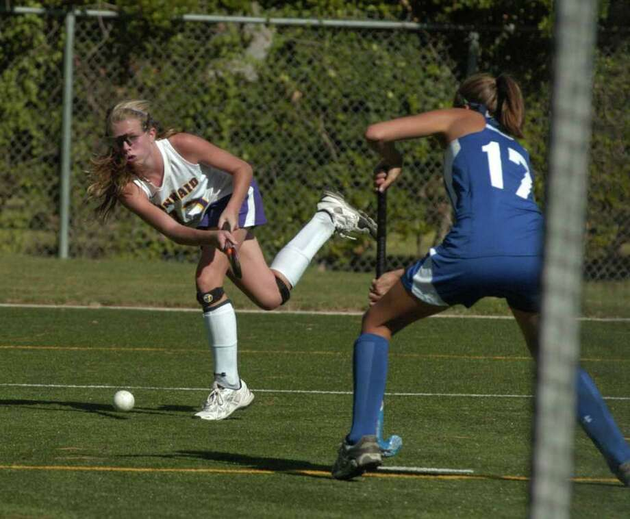 TONY BULLARD: FOR THE CHRONICLE SHOT ON GOAL: Kinkaid's Allison Dyer shoots on goal against Episcopal's Carleigh Taylor in a Falcon win earlier this season. Kinkaid has designs on another SPC championship. Photo: Tony Bullard / Credit: for the Chronicle