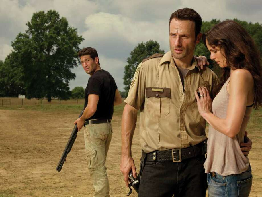 Shane Walsh (Jon Bernthal), Rick Grimes (Andrew Lincoln) and Lori Grimes (Sarah Wayne Callies) - The Walking Dead - Photo Credit: Matthew Welch/AMC - TWD2_GAL_Barn_Love_0106_rt Photo: Matthew Welch