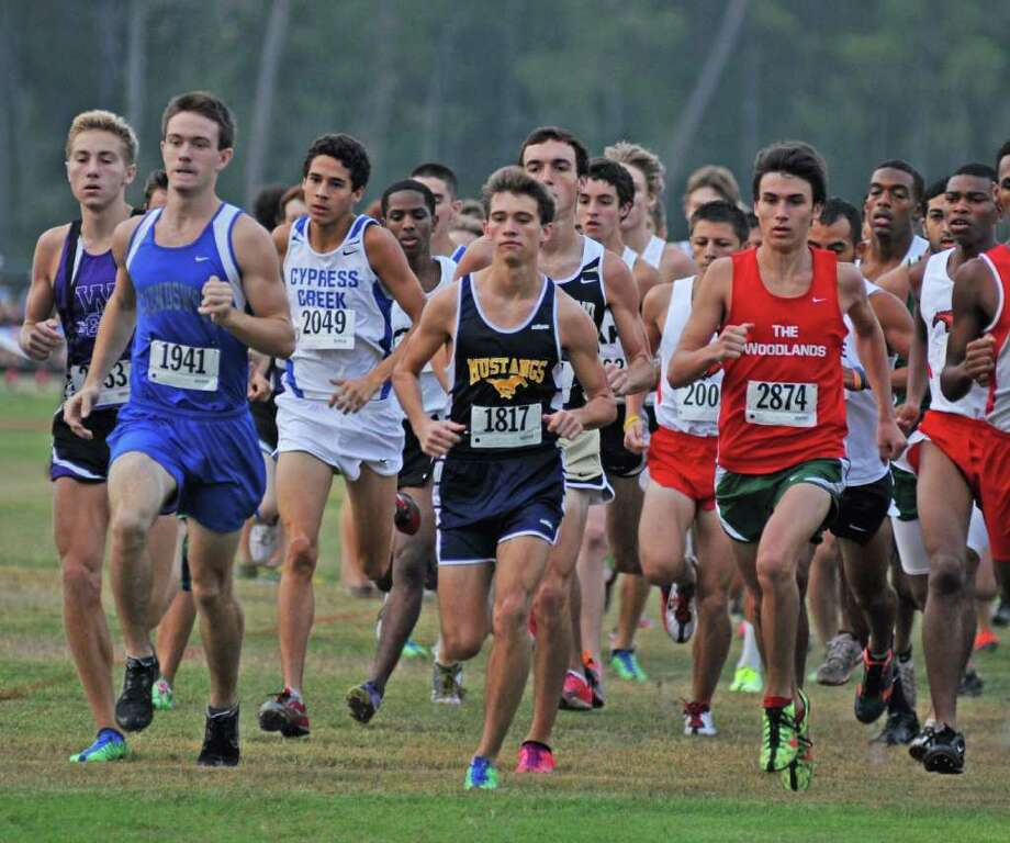 L. SCOTT HAINLINE: FOR THE CHRONICLE RECAPTURE: Friendswood's Ryan Teel, No. 1941, leads the Mustangs in search of another cross country title. Photo: L. Scott Hainline / freelance