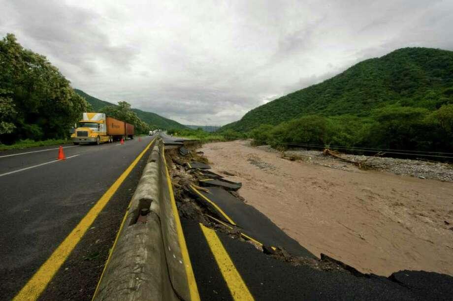 View of the damaged Manzanillo-Colima road following the passage of Jova Hurricane in the region, in Manzanillo, Colima State, Mexico, on October 12, 2011. Photo: ALFREDO ESTRELLA, Getty / ALFREDO ESTRELLA