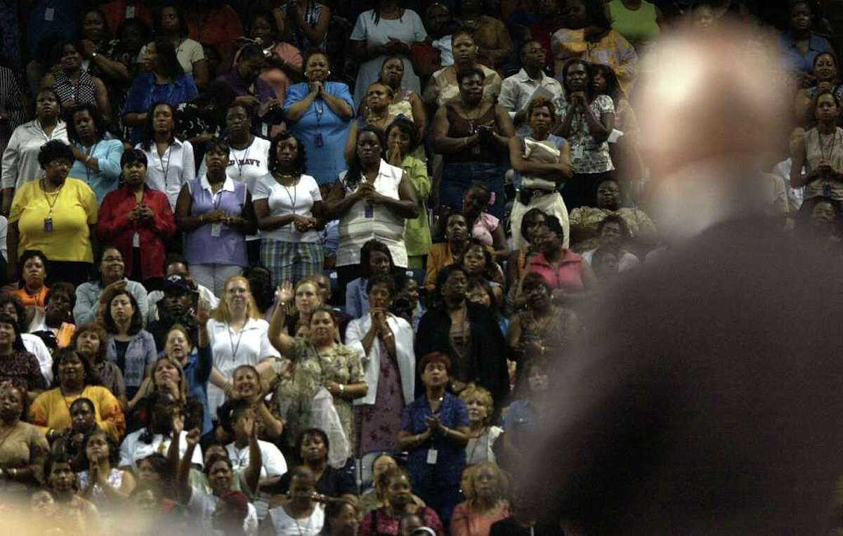 """(7/17/03) Bishop T.D. Jakes, one of America's best known preachers, sings """"Amazing Grace"""" to a crowd of women at Reliant Stadium, Thursday evening during the """"Women Thou Art Loosed"""" conference. (Karen Warren/Houston Chronicle)"""
