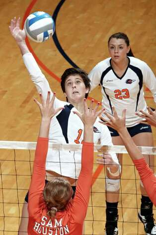 McKenzie Adams, a Steele High grad who earned ACC Freshman of the Year honors while at Virginia, transferred to UTSA and is bringing needed attention to the program.  PHOTO COURTESY OFJEFF HUEHN/UTSA Photo: Jeff Huehn, Express-News / ©2011 Jeff Huehn