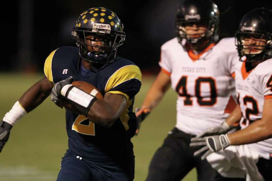 La Marque's Tim Wright scores a touchdown in the first quarter against Texas City on Friday night. Photo: Chronicle