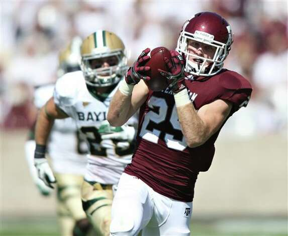 Texas A&M's Ryan Swope, right, outruns Baylor's Sam Holl, left, during the first half of an NCAA college football game Saturday, Oct. 15, 2011, in College Station, Texas. Swope scored on the play.  (AP Photo/Jon Eilts) Photo: Jon Eilts, Associated Press / FR170396 AP