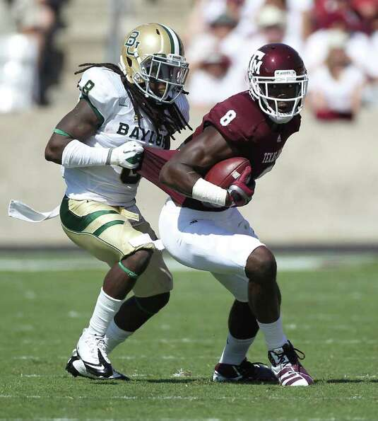 Texas A&M wide receiver Jeff Fuller (8) turns to run up field after a catch as Baylor safety K.J. Mo