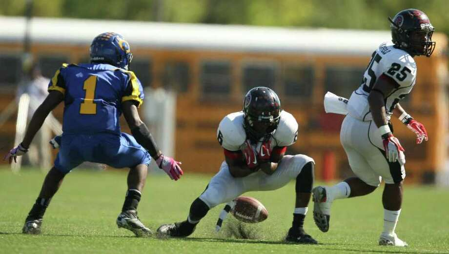 PA Memorial's Jaylon Howard (6) fumbles a fair catch attempt as Channelview's Stanley Wesley closes in during the first half of a high school football game, Saturday, October 15, 2011 at Stallworth Stadium in Baytown. Photo: Eric Christian Smith, For The Chronicle