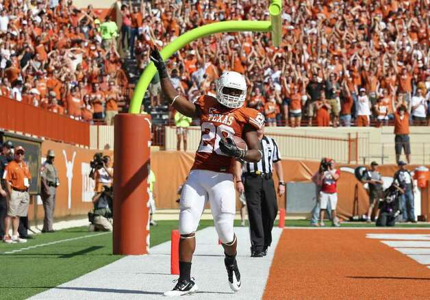 Texas' Malcolm Brown flashes the hook-em horns after scoring a touchdown against Oklahoma State during first half action Saturday Oct. 15, 2011 at Texas Memorial Stadium in Austin. Photo: EDWARD A. ORNELAS, Express-News / © SAN ANTONIO EXPRESS-NEWS (NFS)