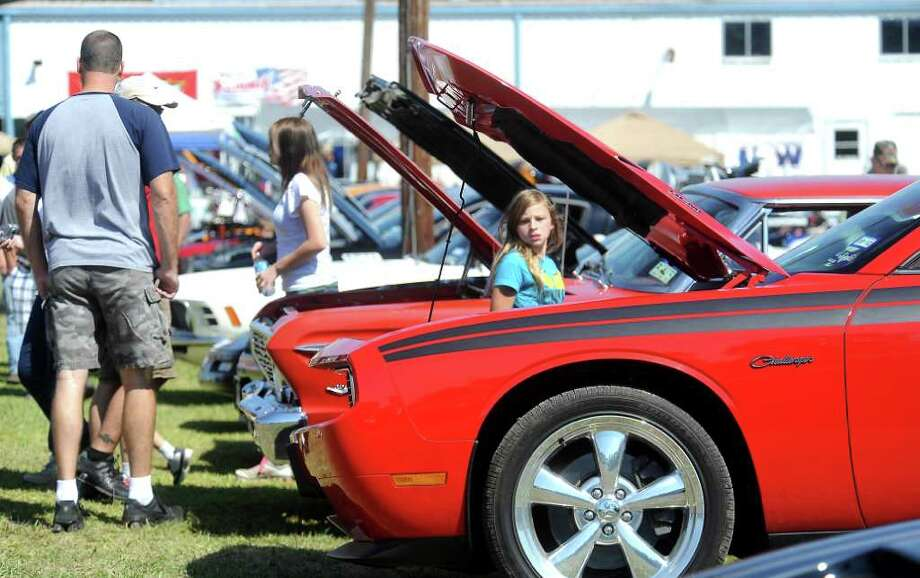 Hundreds of people turned out to visit the Cruise'n Silsbee Car Show in Silsbee, Saturday, October 15, 2011. Tammy McKinley/The Enterprise Photo: TAMMY MCKINLEY