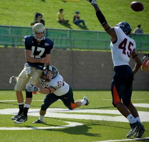 UTSA player, #53, Brandon Reeves  puts pressure on UC Davis player, #17, Randy Wright in the endzone as the UC Davis Aggies hosts the University of Texas at San Antonio Roadrunners, Saturday Oct. 15, 2011. Brian Baer/Special to the San Antonio Express-News Photo: Brian Baer, Express-News / © 2011 Brian Baer