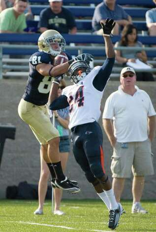 UC Davis player, #81, Anthony Soto makes a catch and then short touchdown run over UTSA player, #24, Darrien Starling during second half action, during the UC Davis Aggies 38-17 victory over the University of Texas at San Antonio Roadrunners, Saturday Oct. 15, 2011. Brian Baer/Special to the San Antonio Express-News Photo: Brian Baer, Express-News / © 2011 Brian Baer
