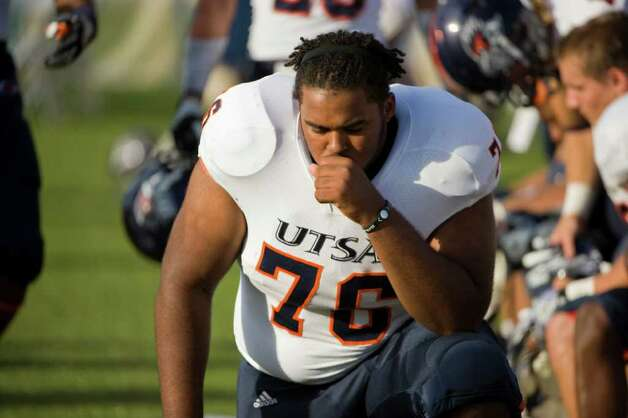UTSA player, #76, Josh Walker  sits on thew sidelines near the end of their loss to the UC Davis Aggies 38-17, Saturday Oct. 15, 2011. Brian Baer/Special to the San Antonio Express-News Photo: Brian Baer, Express-News / © 2011 Brian Baer
