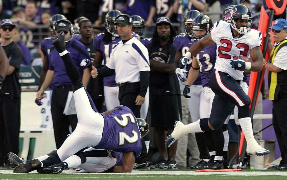 Houston Texans running back Arian Foster (23) runs past Baltimore Ravens inside linebacker Ray Lewis (52) for a first down during the first quarter of an NFL football game at M&T Bank Stadium Sunday, Oct. 16, 2011, in Baltimore. Photo: Brett Coomer, Houston Chronicle / © 2011  Houston Chronicle