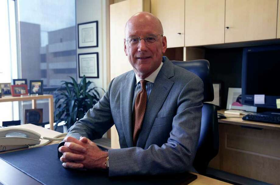 Dr. William Henrich in his office   June 19, 2009. Photo: TOM REEL, SAN ANTONIO EXPRESS-NEWS / treel@express-news.net