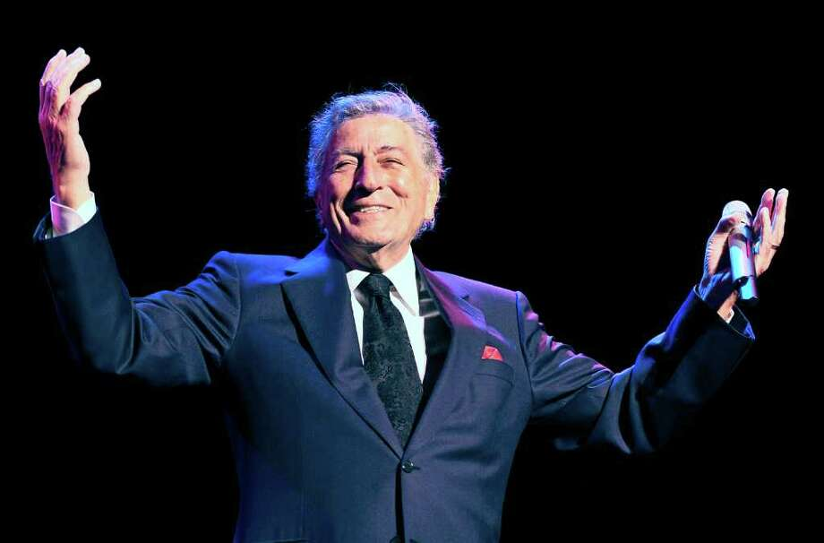 Tony Bennett will be rooting for the red and gold this weekend.  Photo: Mik Eskestad, Associated Press / POLFOTO