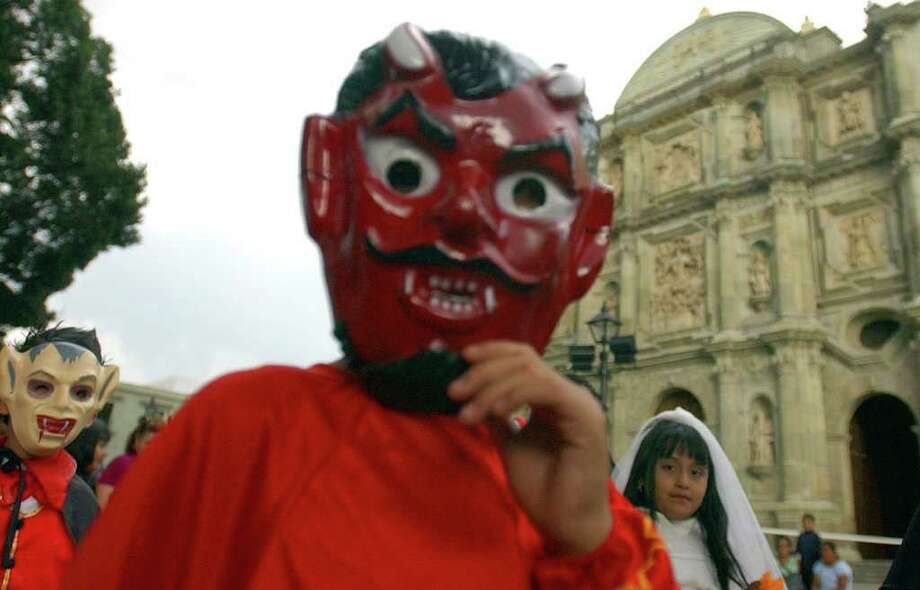 Oaxaca children pass the Catedral de Oaxaca during a Dia De Los Muertos parade Saturday Oct. 29, 2005 in Oaxaca City, Oaxaca, Mexico.  Photo: EDWARD A. ORNELAS, SAN ANTONIO EXPRESS-NEWS / SAN ANTONIO EXPRESS-NEWS