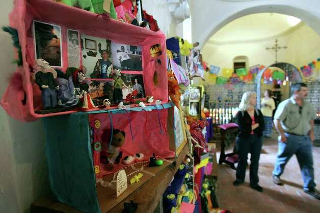 metro      ----       Dia de los Muertos altars made by children are displayed Saturday afternoon Oct. 29, 2005 at Mission San Jose.         (WILLIAM LUTHER/STAFF) Photo: WILLIAM LUTHER, SAN ANTONIO EXPRESS-NEWS / SAN ANTONIO EXPRESS-NEWS