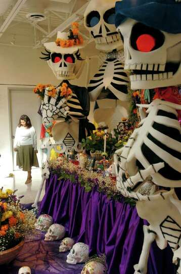 The Galeria Guadalupe visual arts school and gallery opened its doors Wednesday Oct.26, 2005 as folk