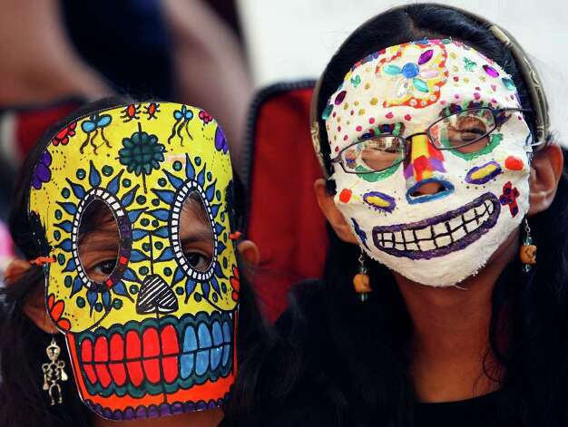FOR METRO - Lilianna (left) and Vivianna Avila-Farias wear Dia de los Muertos mask while attending events in La Villita Sunday Nov. 2, 2008.  (PHOTO BY EDWARD A. ORNELAS/eornelas@express-news.net) Photo: EDWARD A. ORNELAS, SAN ANTONIO EXPRESS-NEWS / eornelas@express-news.net