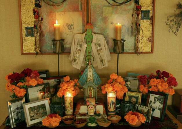 FOR SALIFE - The Dia de los Muertos altar in Jon Hinojosa's home Friday Oct. 17, 2008. (PHOTO BY EDWARD A. ORNELAS/eornelas@express-news.net) Photo: EDWARD A. ORNELAS, SAN ANTONIO EXPRESS-NEWS / eornelas@express-news.net