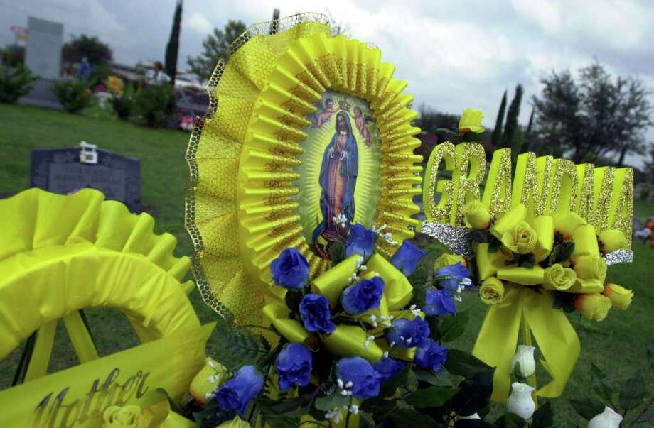 One of many grave stones decorated on Dia de los Muertos at San Fernando cathedral.  Photo: JOHN DAVENPORT, JD / EN