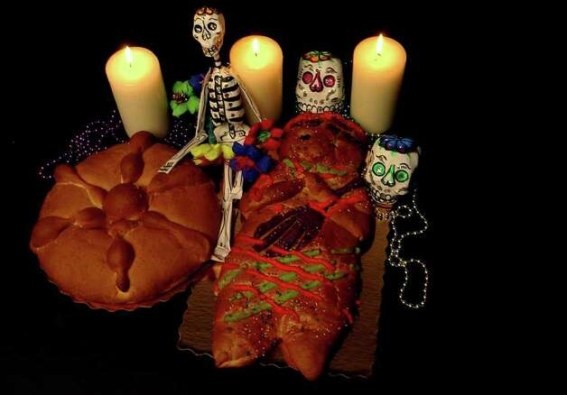 CONEXION:  Pan de Muerte for Conexion food story about Dia de los Muertos.  Helen L. Montoya/Staff Photo: HELEN L. MONTOYA, SAN ANTONIO EXPRESS-NEWS / SAN ANTONIO EXPRESS-NEWS