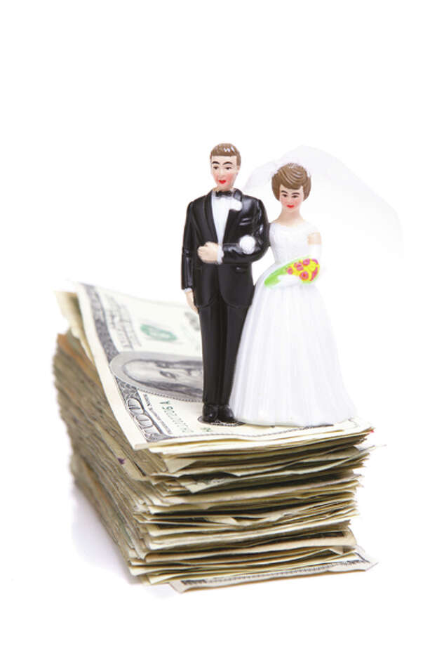 Tips to save on your wedding! (Photo: (c) iStockphoto.com/spxChrome)